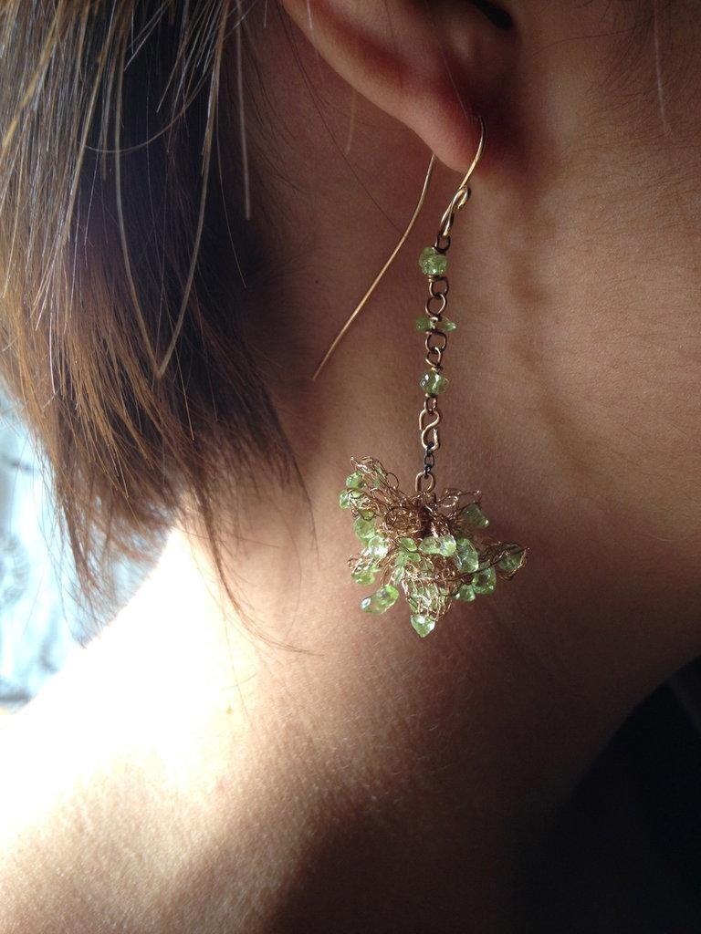 Orecchini in bronzo e olivina.