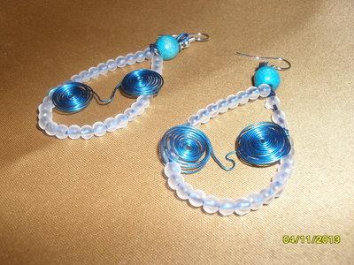"""Orecchini di filo """"wire"""" con perline in acrilico"""