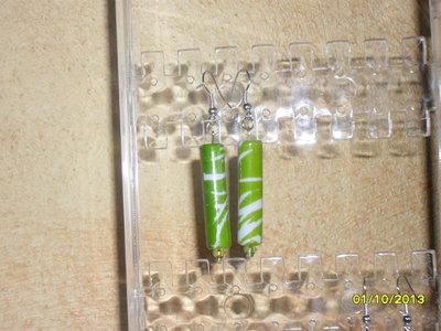 Orecchini pendenti con perla in acrilico