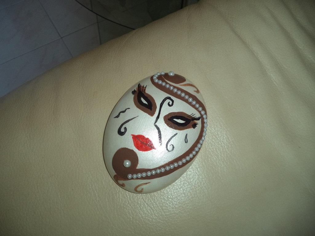Maschera stile Veneziano con rifinitura in perle fatta a mano