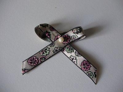 NASTRO in tessuto lucido motivo fiori, con applicazione perla, fatto a mano