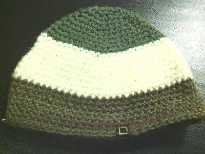 cappello da uomo donna e ragazzo in lana a strisce grige, panna e verdi   fatto a mano all'uncinetto C009