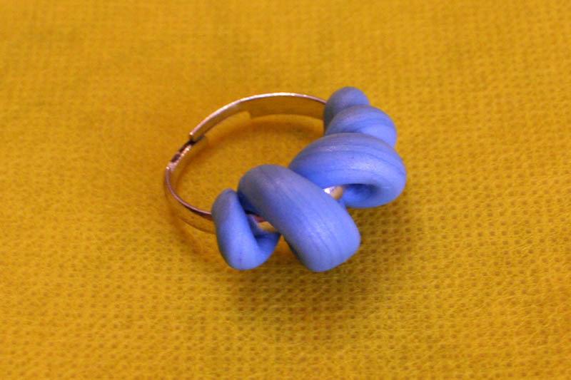 Anello spirale azzurra regolabile