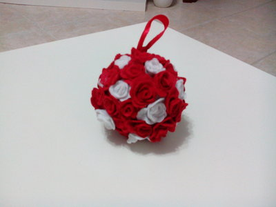 Palla di rose di pannolenci