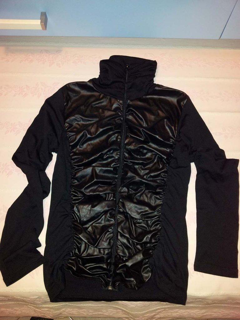 maglietta nera  taglia S