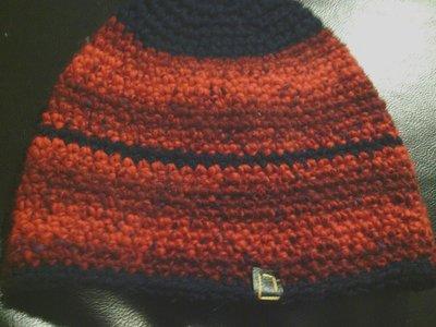 cappello da uomo e donna in lana rosso e blu fatto a mano all'uncinetto C012