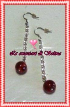 Orecchini con perla rossa pendente