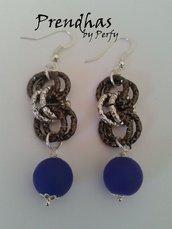 Orecchini Pendenti catene e perle in caucciù Blu