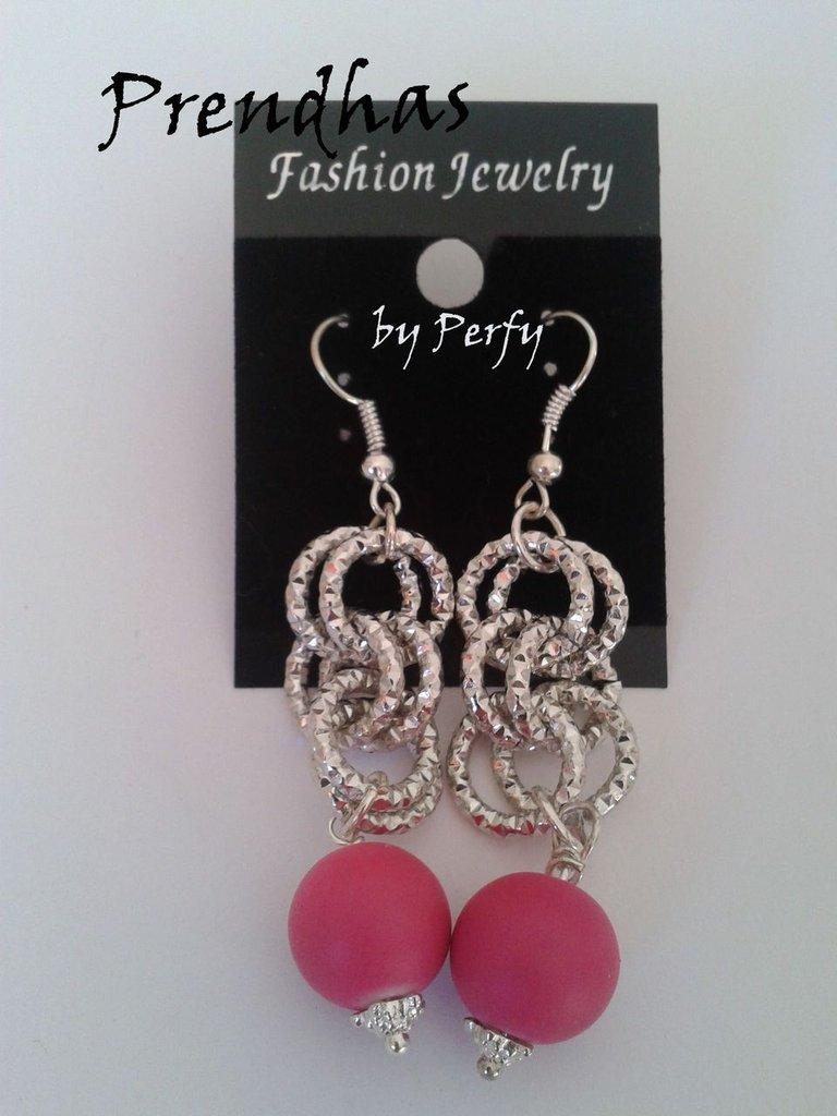 Orecchini Pendenti catene e perle in caucciù rosa