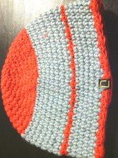 cappello din lana azzurro e rosso per uomo e donna lavorato a mano all'uncinetto