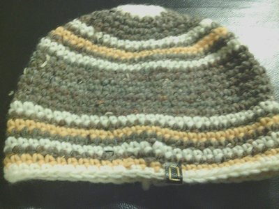 cappello in lana a righe fatto a mano all'uncinetto per uomo e donna C017