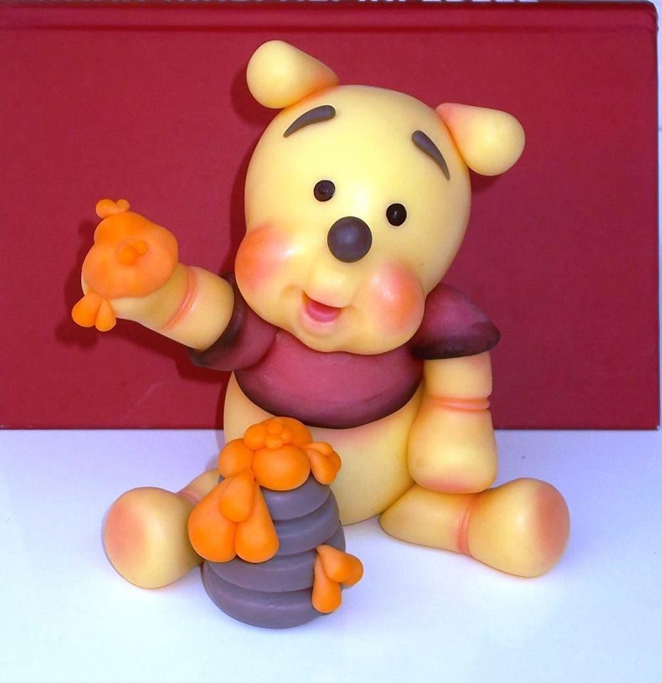 Winni de Pooh realizzato completamente a mano in porcellana fredda