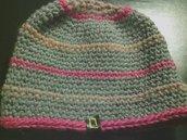cappello da donna e uomo in lana grigia a righe fatto a mano all'uncinetto C018