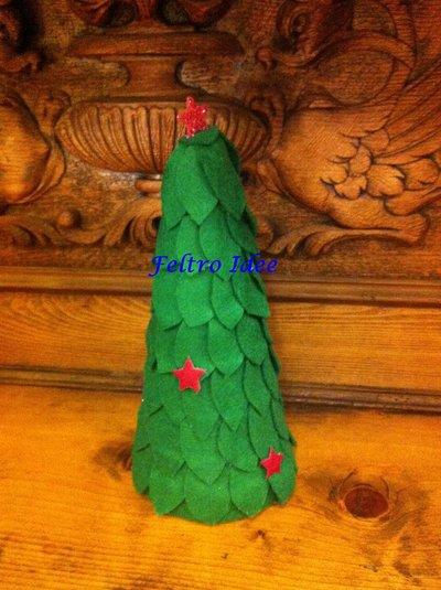 Albero di Natale realizzato a mano - decorato con pannolenci