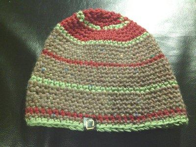 cappello da ragazzo e da ragazza marrone a righe in lana fatto a mano all'uncinetto C022