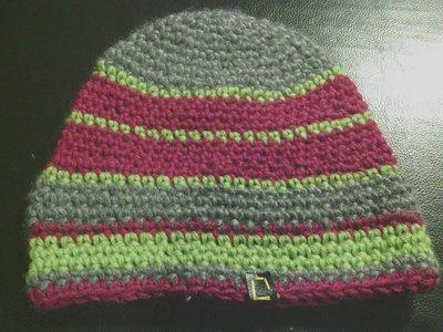 _cappello uomo donna  ragazzo in lana a righe grige, viola, verdi fatto a mano all'uncinetto C028