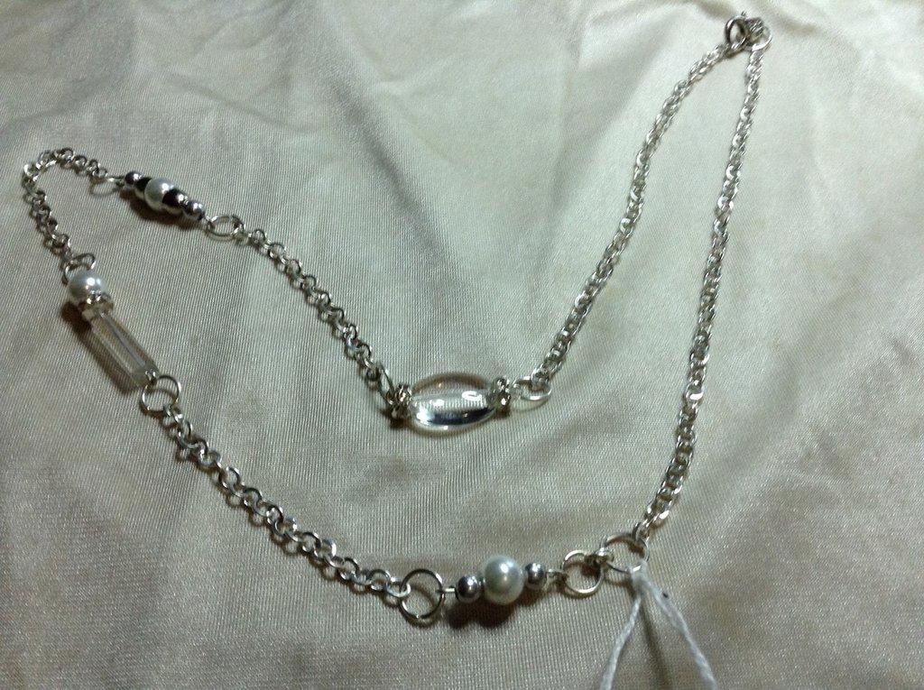 Collana catenella con perle e pietre trasparenti