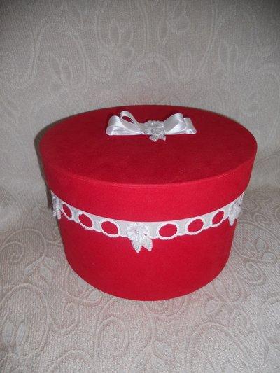 Scatola rossa rotonda decorata a mano