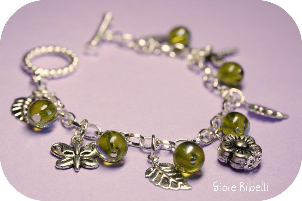 Bracciale Primavera con Charm e Perle Verdi Cangianti - Charm bracelet Spring