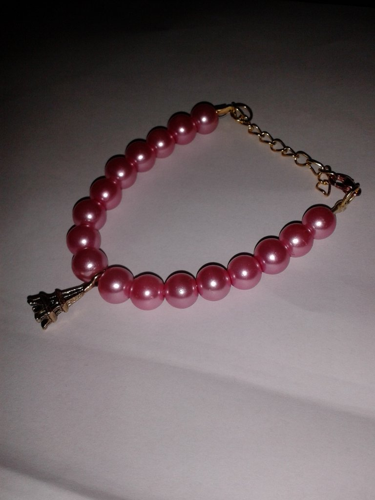Bracciale di perle con ciondolo