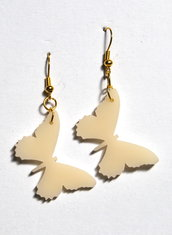 Orecchini farfalle panna in plexiglass Sofiaretrobazar