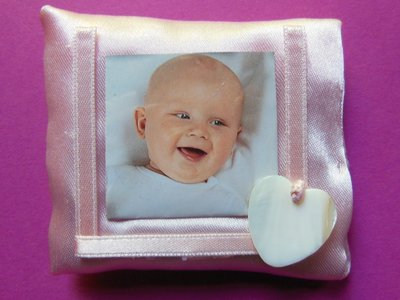 Bomboniera in raso a forma di cornice porta foto: un ricordo da principessa!