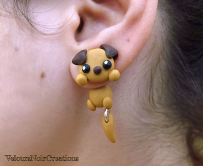 orecchini a perno cane cagnolino che sembra sbucare dal lobo idea regalo