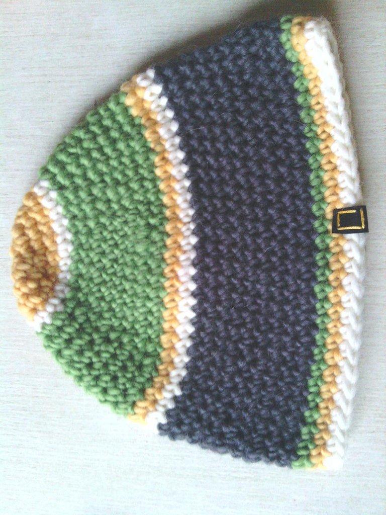 _cappello uomo donna  ragazzo in lana  grigia e verde fatto a mano all'uncinetto C038