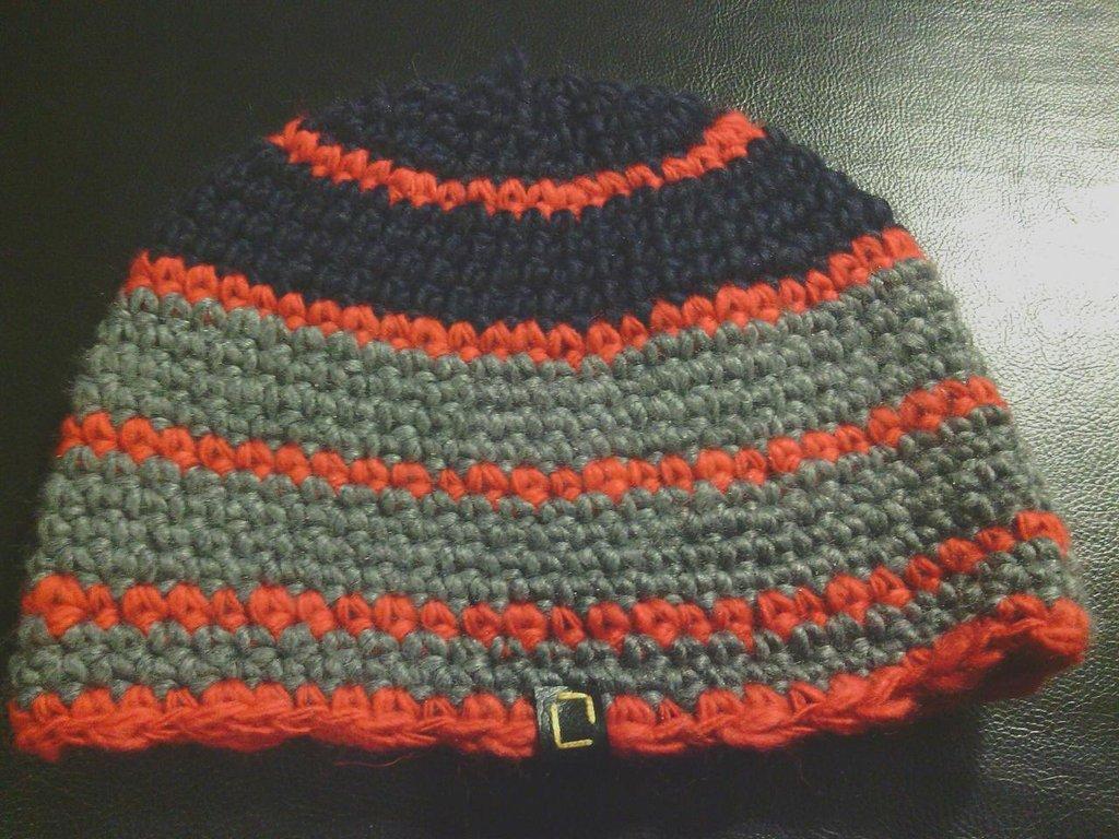 _cappello uomo donna  ragazzo in lana  a righe grigie e blu ,fatto a mano all'uncinetto C039