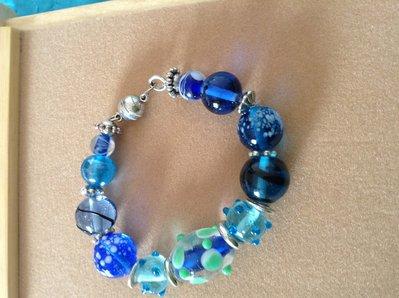 Bracciale vetro sfumature celesti/blu luminoso