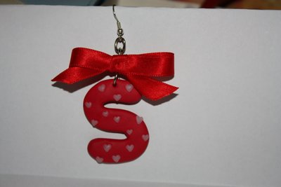 orecchini con lettera in fimo