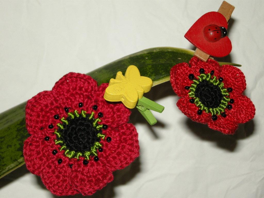 Papaveri Uncinetto 100%  fatto a mano, da appendere al portachiavi, come decorazione vasi, pacchi, oggetti o vestiti