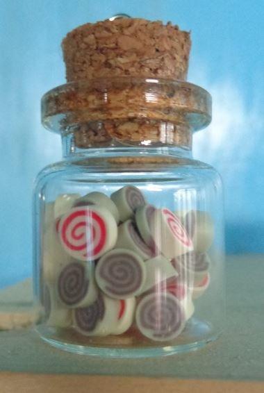 1 Ciondolo Bottiglietta Vetro con Caramelle in pasta polimerica