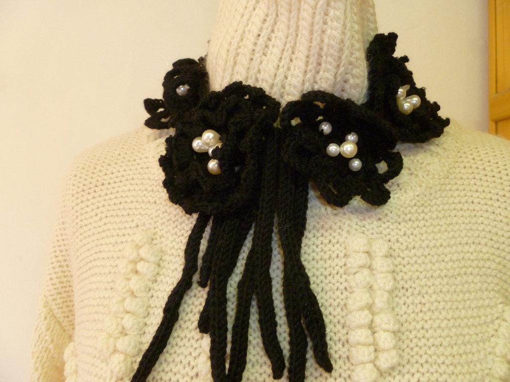 collana moda in lana lavorata all'uncinetto