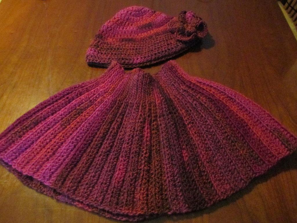 completo mantella di lana e cappello di lana con fiore