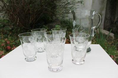 Bicchieri e caraffa in vetro vintage