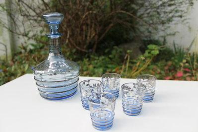 Bottiglia liquore e bicchierini in azzurro e argento