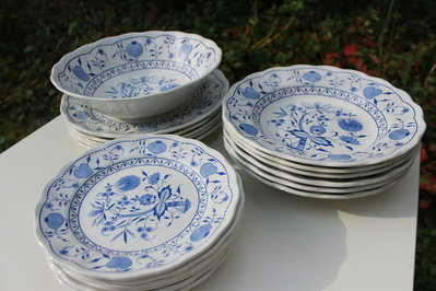 Set piatti e ciotola in ceramica smaltata blu