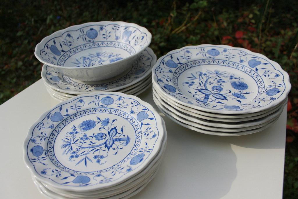 Set piatti e ciotola in ceramica smaltata blu