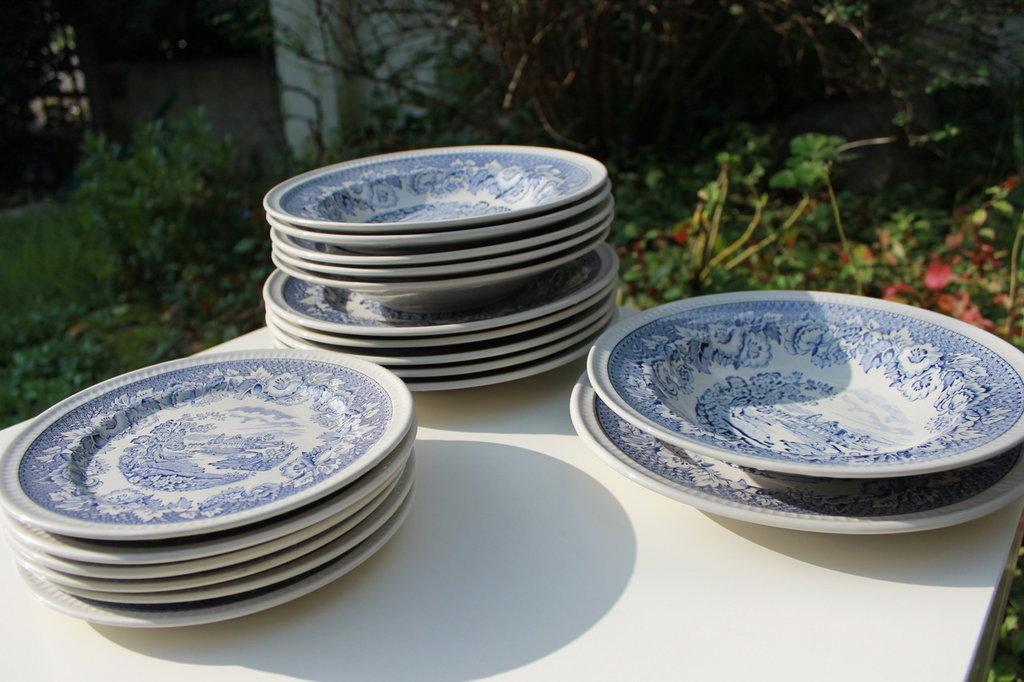 Set piatti e piatti da portata in ceramica inglese smaltata blu p