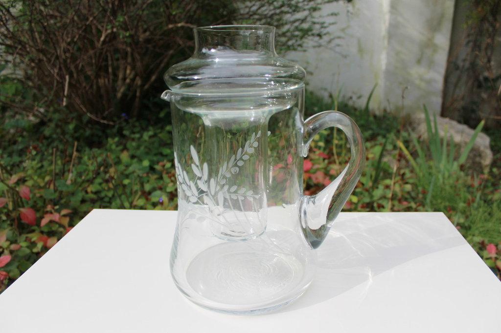 Caraffa in vetro lavorato con porta ghiaccio