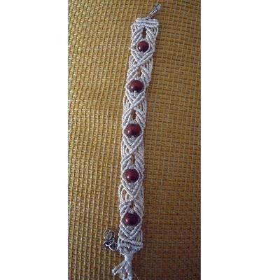 Bracciale in macramè con perle in legno