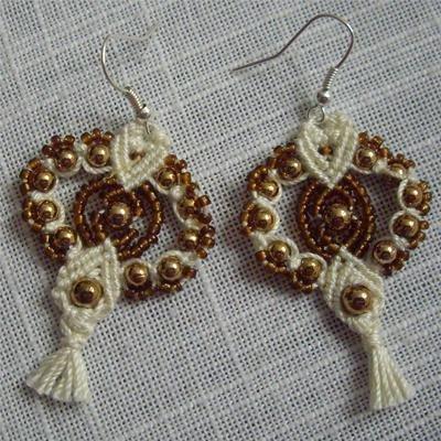 Orecchini in macramè perline grandi lisce color oro