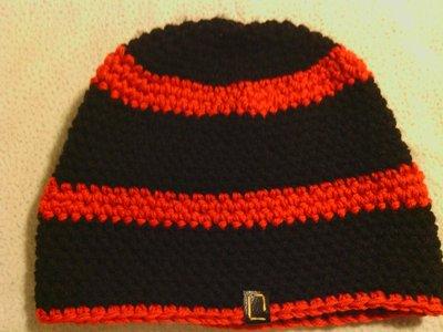 _cappello uomo donna  ragazzo in lana  a righe rosso-nere  fatto a mano all'uncinetto C042_