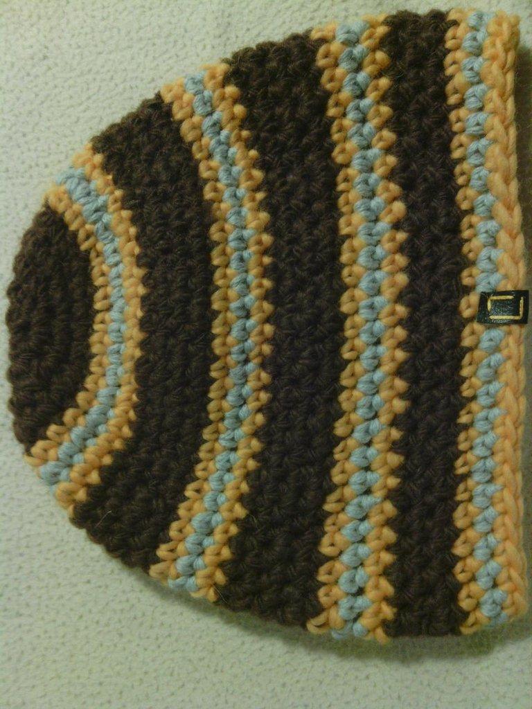 _cappello uomo donna  ragazzo in lana  a righe marrone gialle e azzurre ,fatto a mano all'uncinetto C046