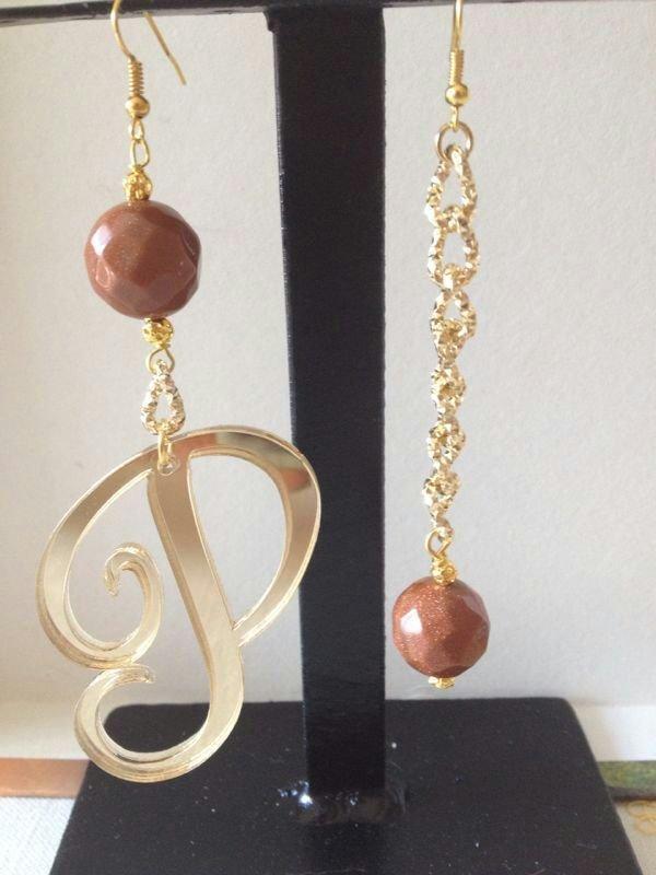 orecchini con lettera e pietre dure