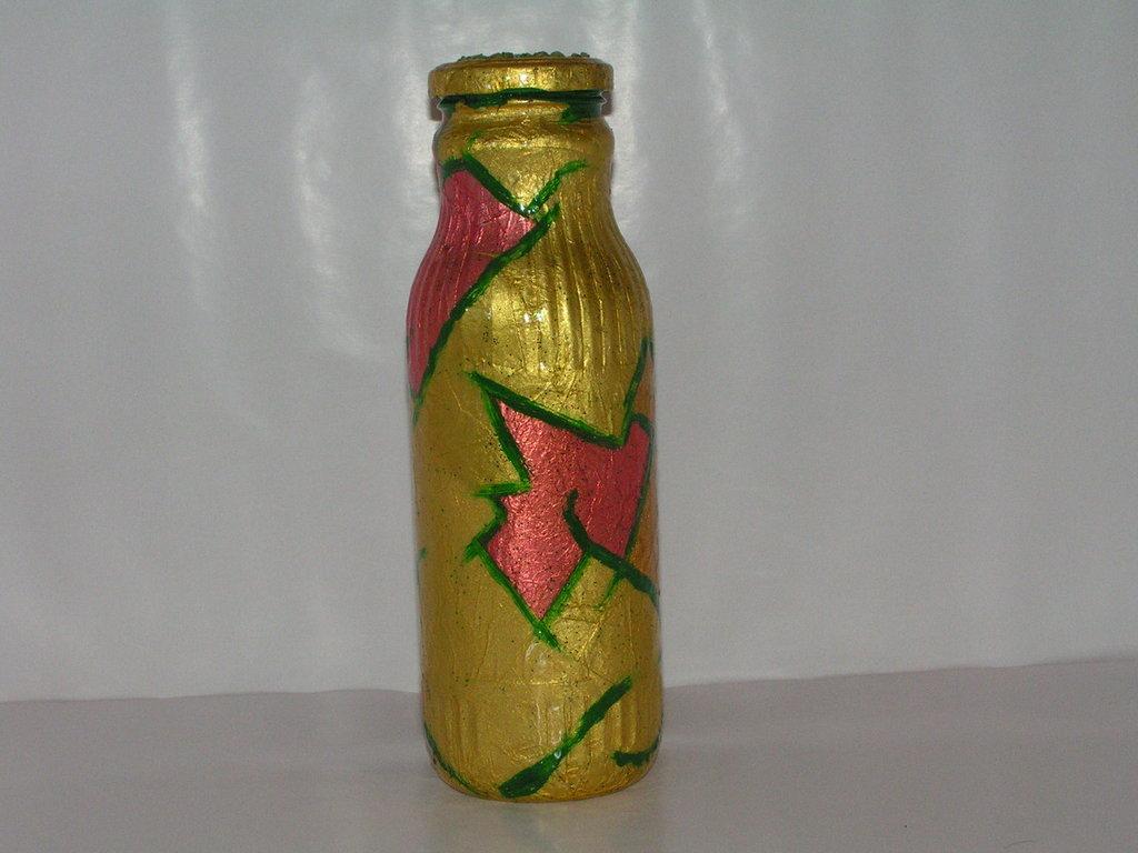 bottiglia rivestita con carta