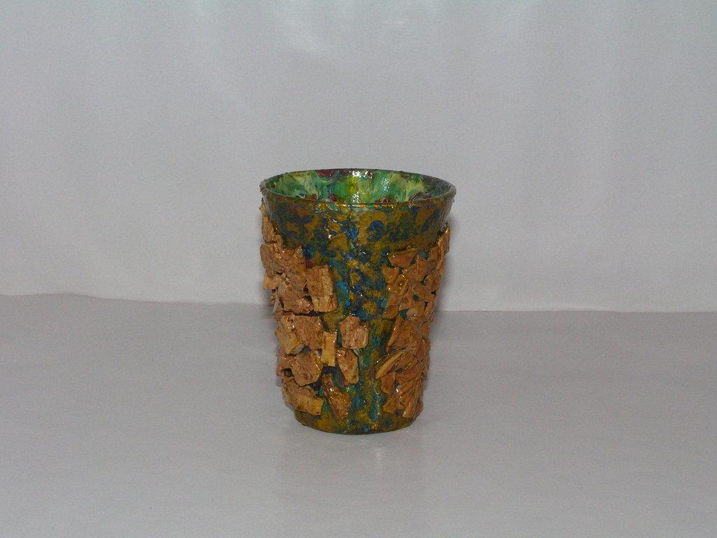 bicchiere rivestito con sughero e noci