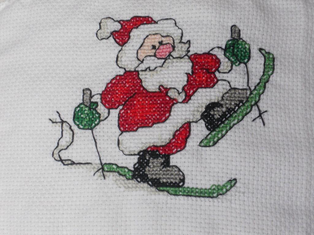 Babbo Natale sugli sci ricamato a mano