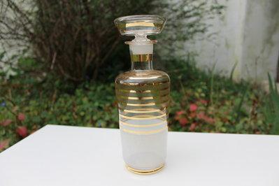 Bottiglia liquore in vetro con decori a righe color oro